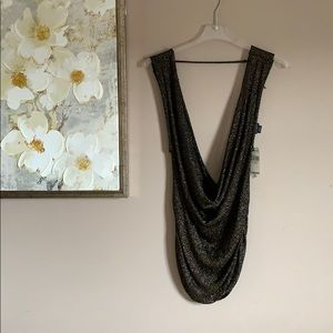 Low-cut, black and gold Buckle top